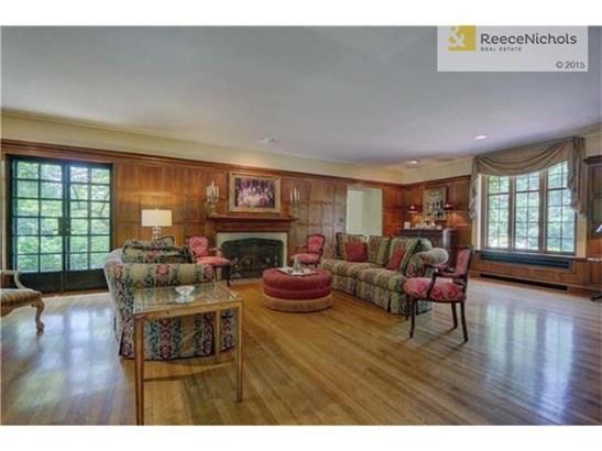 Elegant formal living room (photo 5)