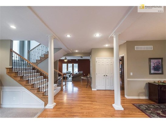 Gorgeous, open entryway offers views into main-floor living spaces (photo 4)