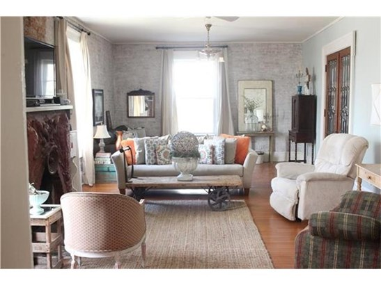 Large Living Room (photo 4)