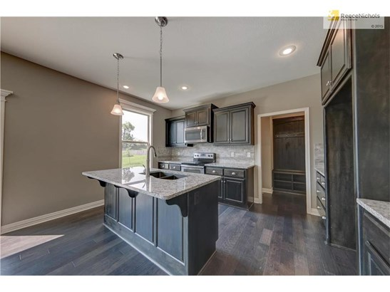 Beautifully appointed kitchen with granite counters, oil-rubbed bronze fixtures, undermount double sink, energy efficient stainless appliances, and tons of storage! (photo 4)