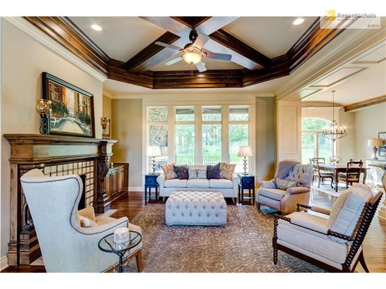 Beautiful Dining Area with coffered ceiling (photo 5)