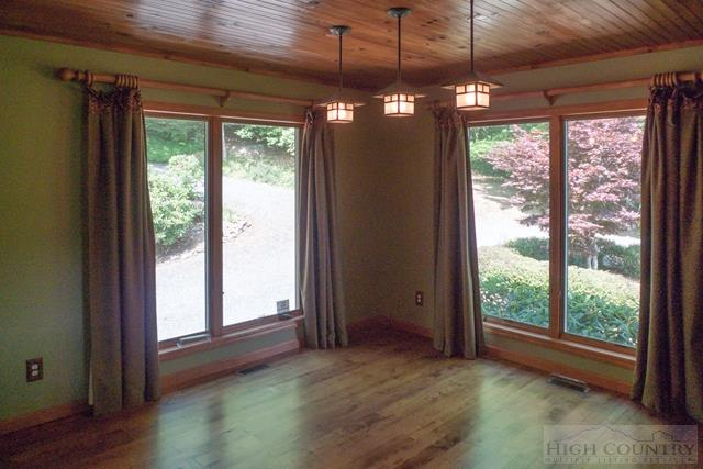 Cottage,Mountain, Single Family - Fleetwood, NC (photo 4)