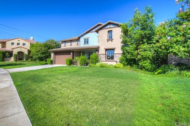 Single Family Residence, Craftsman - Corona, CA (photo 3)