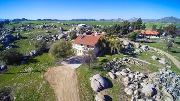 Single Family Residence, Contemporary - Winchester, CA (photo 2)