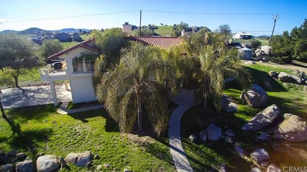 Single Family Residence, Contemporary - Winchester, CA (photo 4)
