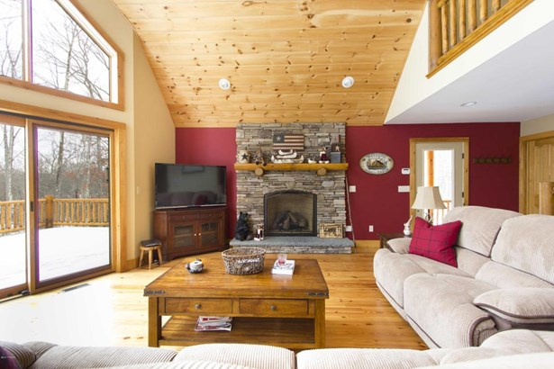 Chalet, Detached - Hawley, PA (photo 4)