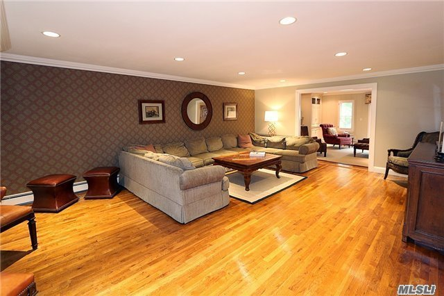 Residential, Colonial - East Hills, NY (photo 4)