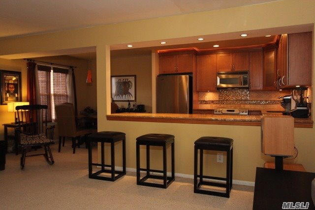 Co-Op, Residential - Wheatley Heights, NY (photo 4)