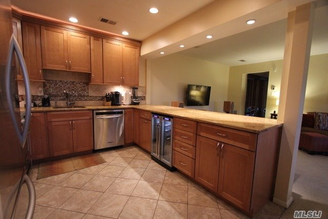Co-Op, Residential - Wheatley Heights, NY (photo 5)
