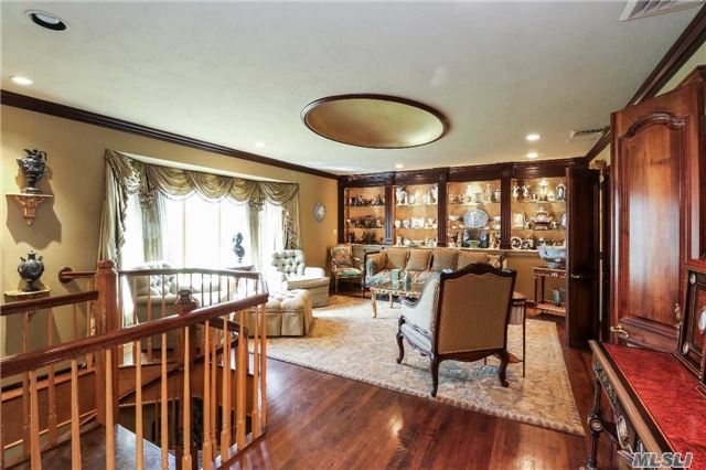 Residential, Ranch - Oyster Bay Cove, NY (photo 3)