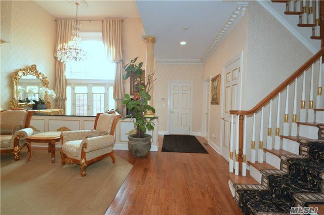 Rental Home, Colonial - Manhasset, NY (photo 2)