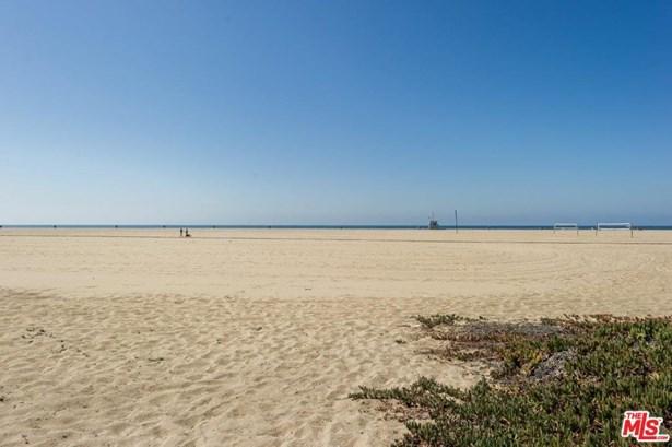 Cape Cod, Single Family - Santa Monica, CA (photo 5)