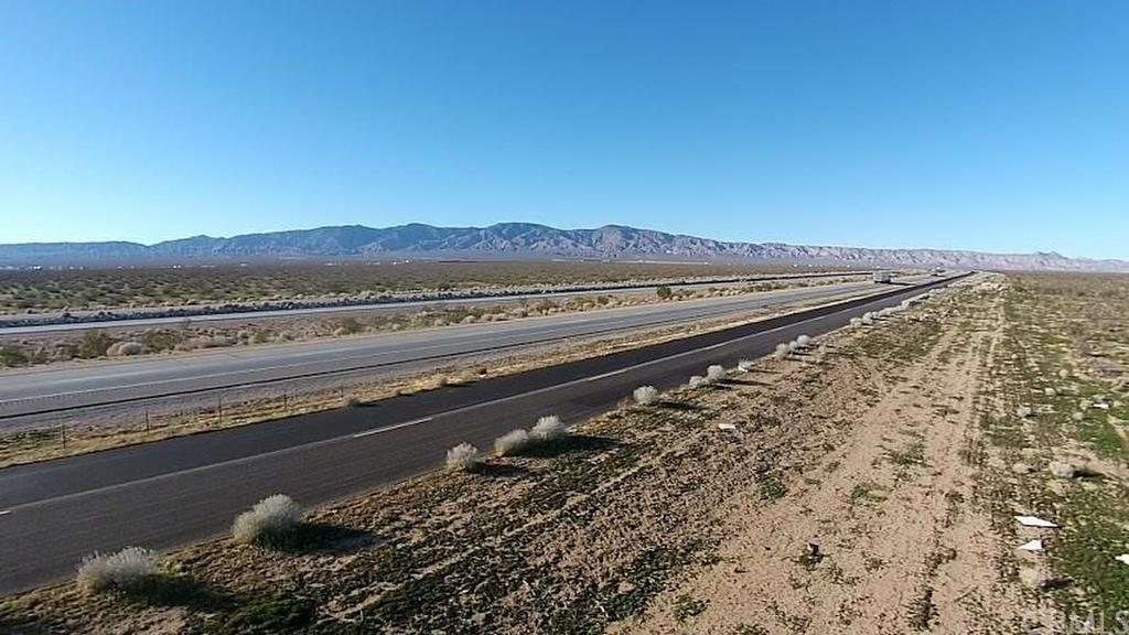 Hwy 58, Mojave, CA - USA (photo 1)