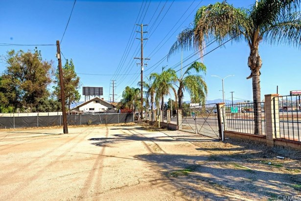 2941 S La Cadena Drive, Colton, CA - USA (photo 2)