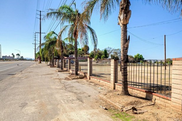 2941 S La Cadena Drive, Colton, CA - USA (photo 4)