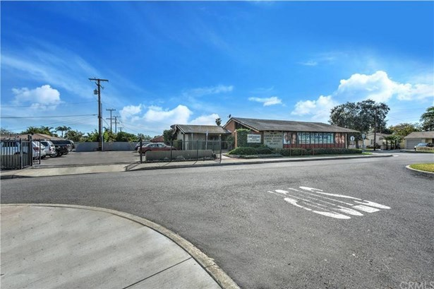 616 W Edinger Avenue, Santa Ana, CA - USA (photo 4)