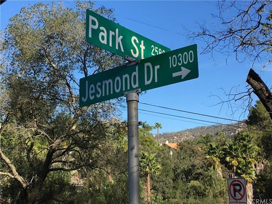 Hillcrest Avenue, Escondido, CA - USA (photo 3)