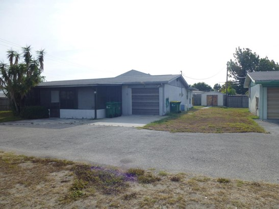 Single Family Detached, Multi Homes on Prop - Cocoa Beach, FL (photo 2)
