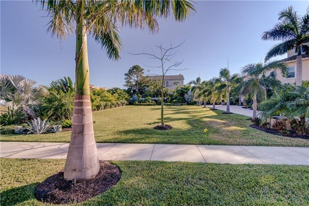 105 Forest Hills Drive, Redington Shores, FL - USA (photo 2)