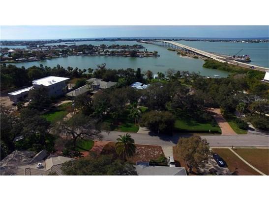 106 Harbor View Lane, Belleair Bluffs, FL - USA (photo 2)