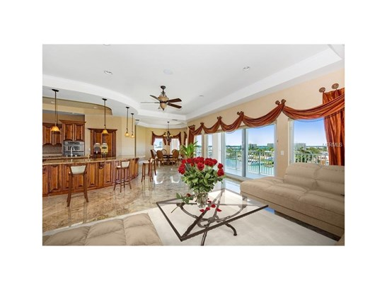 205 Brightwater Drive 401, Clearwater Beach, FL - USA (photo 3)