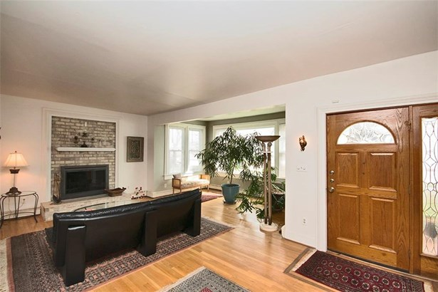 Transitional, Single Family - Newport News, VA (photo 4)