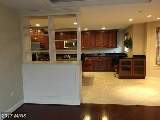 Mid-Rise 5-8 Floors, Traditional - PIKESVILLE, MD (photo 5)