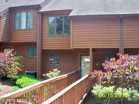 Townhouse, Colonial - HEDGESVILLE, WV (photo 2)