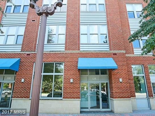 Mid-Rise 5-8 Floors, Contemporary - ARLINGTON, VA (photo 3)