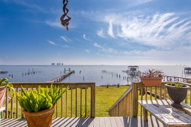 RES ATTACHED, TRADITIONAL - GULF BREEZE, FL (photo 1)