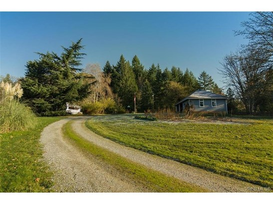 5311 Cassidy, Victoria, BC - CAN (photo 2)