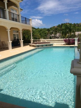 Expansive pool and hot tub spa (photo 5)