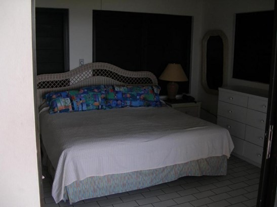 Gallows Point Seaview bedroom (photo 5)