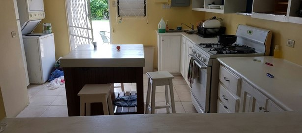 Townhouse For Sale in Westmoorings (photo 5)