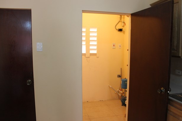 2 Bedroom 2.5 Bathroom Apartment for Rent at Carmody Manors (photo 1)
