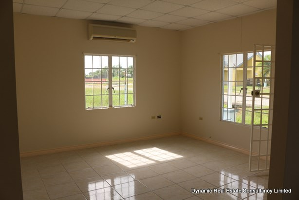 The Crossings single storey house for Rent (photo 3)