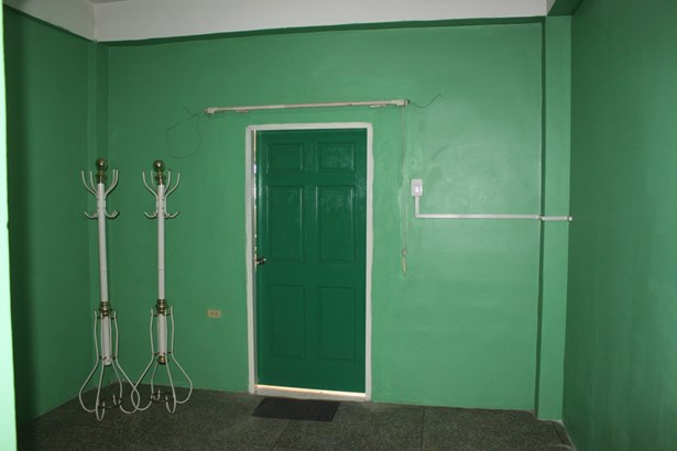 3 Bedroom Apartment within a Gated Townhouse for Rent (photo 2)