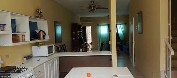 Townhouse For Sale in Westmoorings (photo 2)