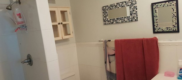 Townhouse For Sale in Westmoorings (photo 3)