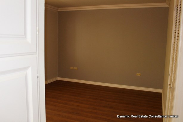 Falcon Heights Income Earner Unit (photo 3)