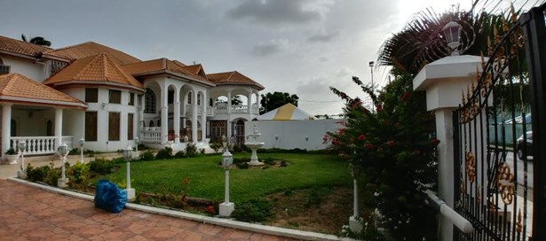Two Storey House For sale Couva (photo 3)