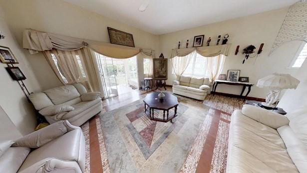 Coblentz Gardens Home for Sale (photo 2)