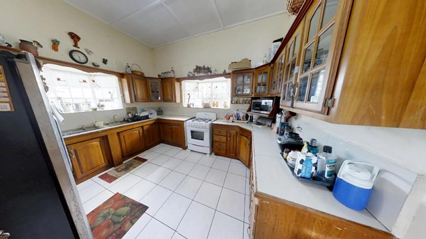 Coblentz Gardens Home for Sale (photo 5)