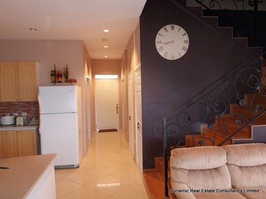 Pomme Rose Gdns, Furnished 4 Bedroom 2-Storey Apt (photo 3)