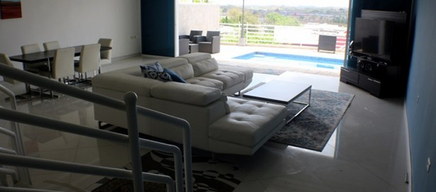 Executive Townhouse For Rent San Fernando (photo 2)