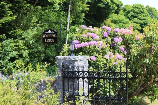 Oughterard, Connemara - IRL (photo 2)