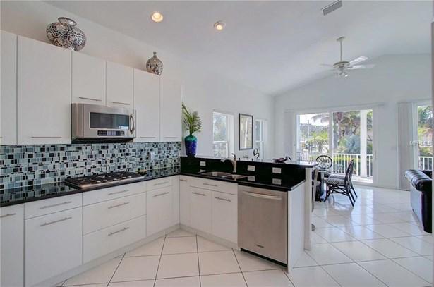 104 43rd St, Holmes Beach, FL - USA (photo 5)