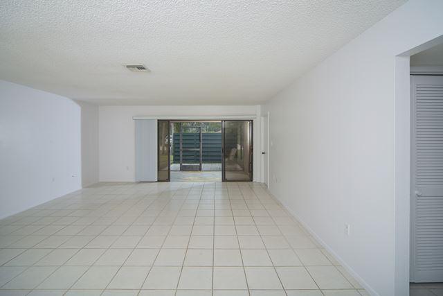 910 Sunridge Dr, Unit #d5, Sarasota, FL - USA (photo 2)