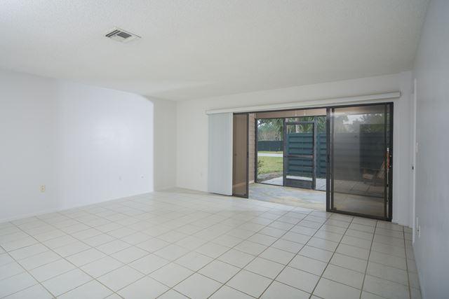 910 Sunridge Dr, Unit #d5, Sarasota, FL - USA (photo 3)