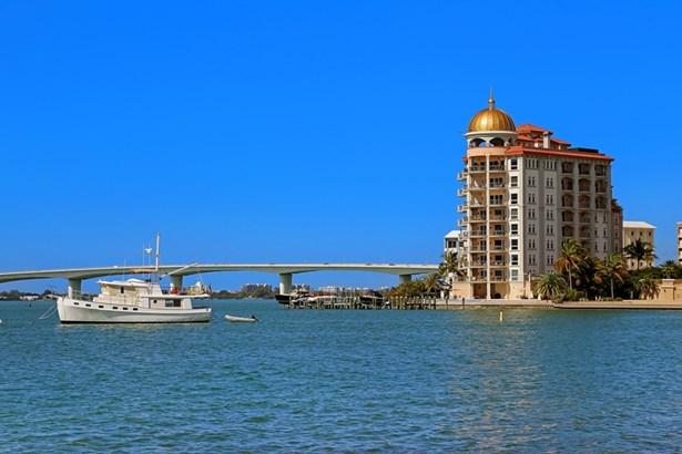 420 Golden Gate Pt #200b, Sarasota, FL - USA (photo 2)